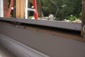 No insulation around frame